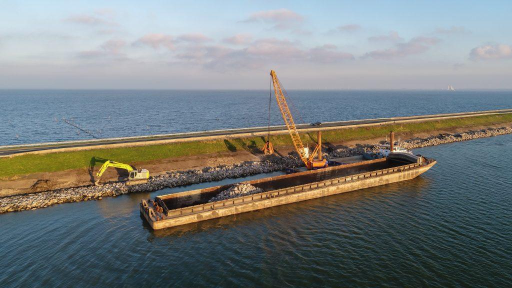 Werk Houtribdijk | Stortsteen | Waterbouw